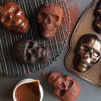 Nordic Ware Bakform Hunted Skull cakelet Pan - Hus-modern.se