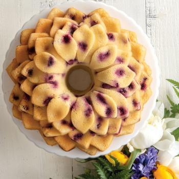 Nordic Ware Bakform Blossom Bundt® Pan - Hus-modern.se